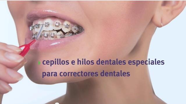 Higiene dental con ortodoncia.